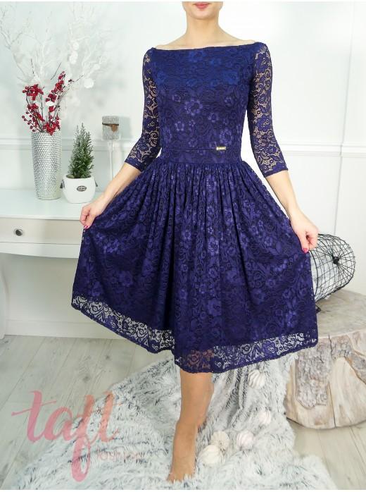 8ad0589cfb74 Zobraziť produkt · Krajkové šaty s lodičkovým výstrihom a riasenou sukňou -  modré